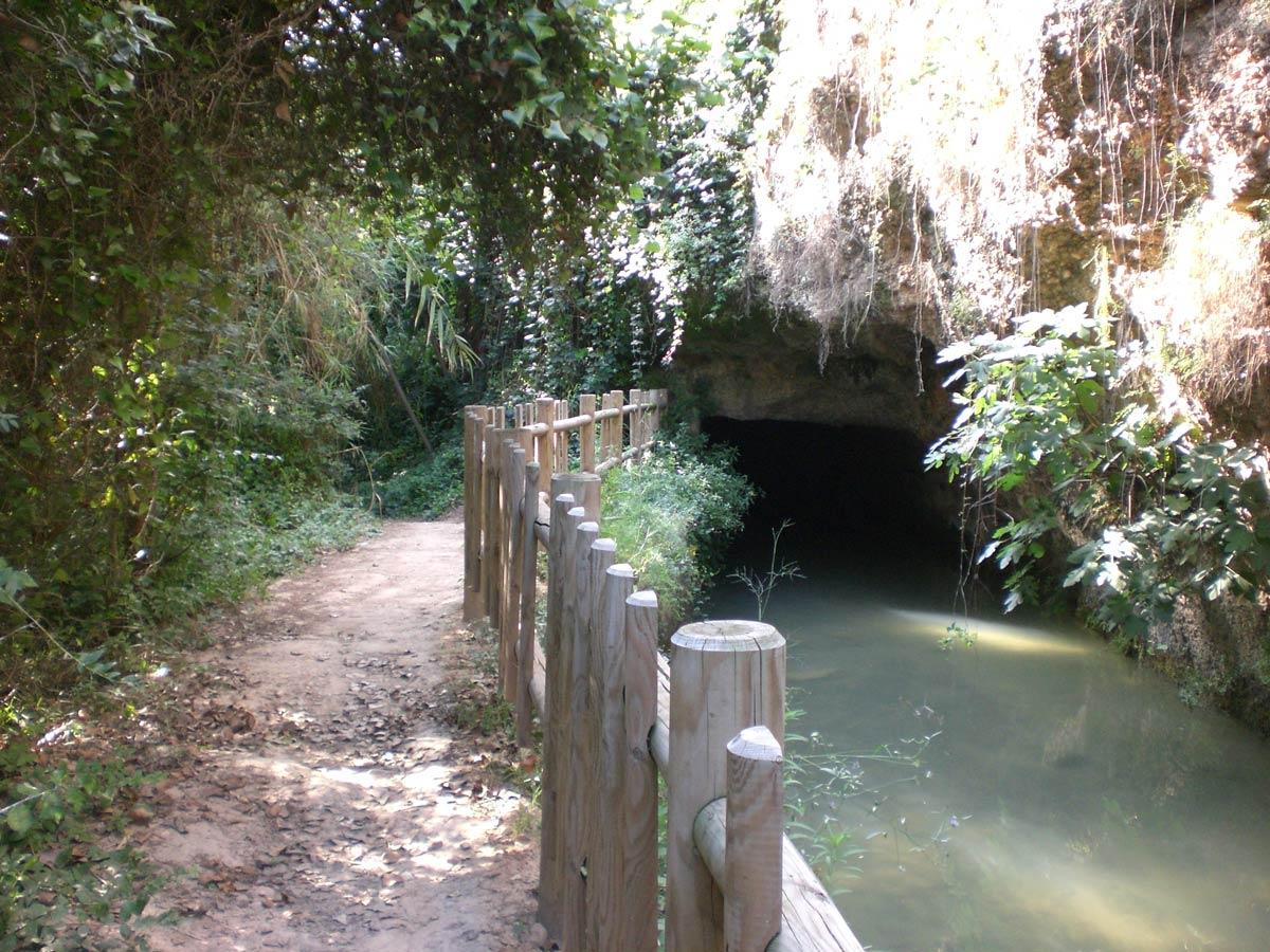 Acequia Mayor de Vila-real a su paso por el Termet