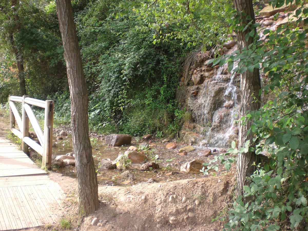 Cascada en el paseo botánico de el Termet (Vila-real)