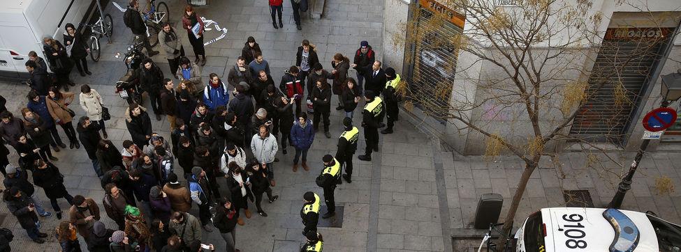 Vecinos se enfrentan a la policía en Lavapiés