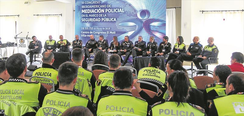 Responsables policiales de ciudades de Madrid, Alicante, València, Tarragona y Castellón debatieron sobre las unidades de mediación policial